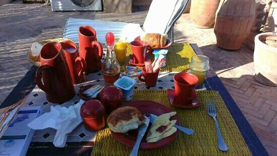 Riad Mur Akush:                   Breakfast on the roof terrace