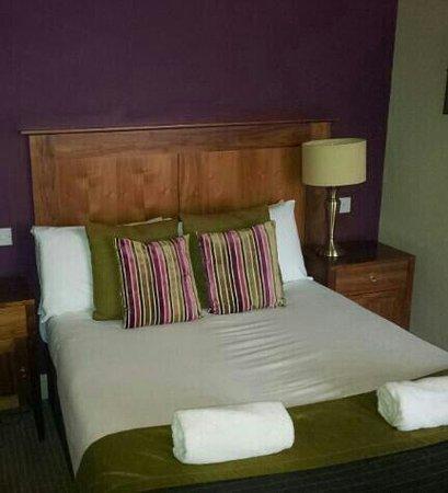 Rowardennan Hotel:                                     Double room ground floor