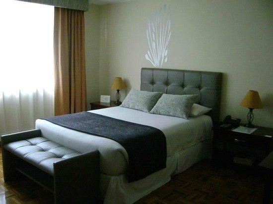 Embassy Hotel: Hermosa habitación