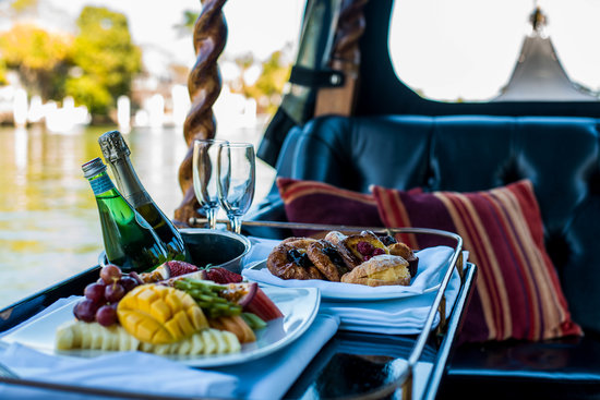 Gondolas of Noosa: Dine from the best waterfront table in Noosa.