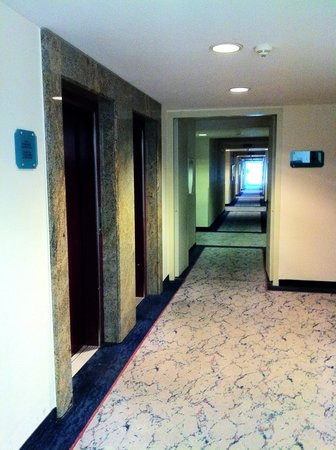 Ramada Stuttgart Herrenberg: the corridor