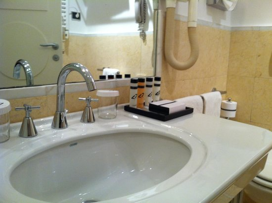 Fortyseven Hotel Rome:                                     Bathroom amenities