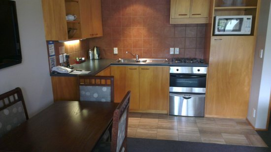Garden Court Suites & Apartments: Kitchen/Dining - 1 Bedroom (Courtyard)