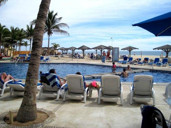 Posada Real Los Cabos:                   Small pool WITH a swim-up bar