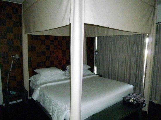 Tenface Bangkok:                                     Bed