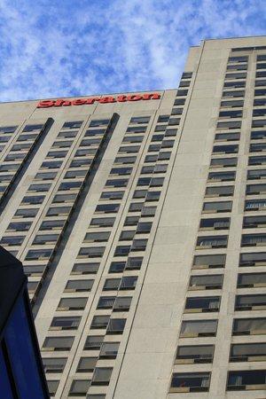 Sheraton Le Centre Montreal Hotel:                   Exterior
