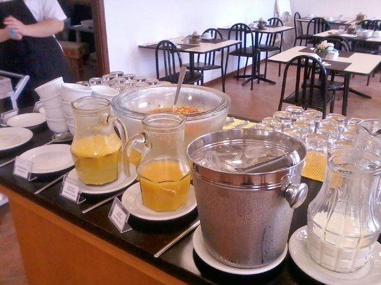 Collins Trade Hotel:                   Café da manhã, muito bom.