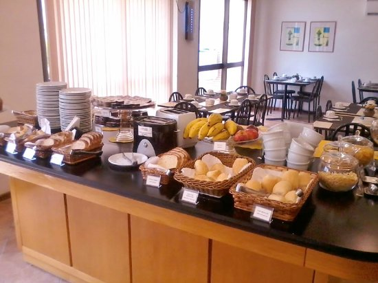 Collins Trade Hotel:                   Sala de café da manhã.
