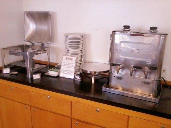 Collins Trade Hotel:                   Café da manhã.