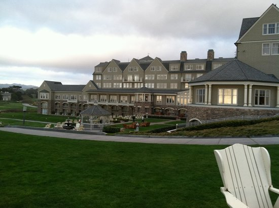 ‪‪The Ritz-Carlton, Half Moon Bay‬:                   Back of Hotel/Grounds
