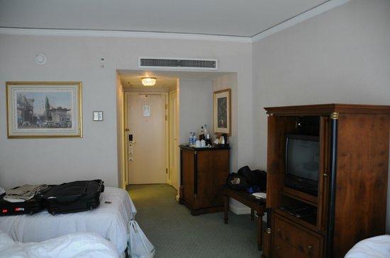 Conrad Istanbul Bosphorus: room