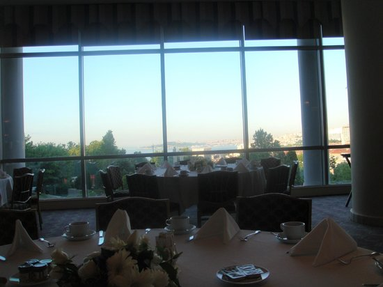 Conrad Istanbul Bosphorus: great view while dining