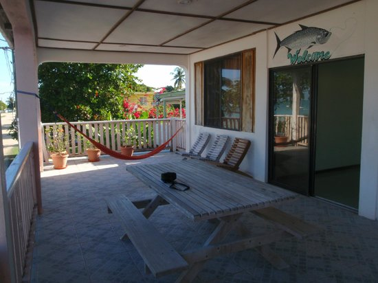 Fernando's Seaside Guesthouse:                   The common area, veranda overlooking the Bay