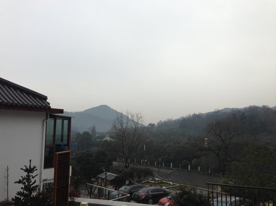 Yeyou Mancao Boutique Guest House :                                                                         Mountain view from my ro