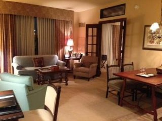 Hotel Granduca Houston:                   Living Room/ Dinette area