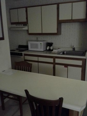 Extended Stay America - Knoxville - West Hills :                                     Desk/table and Kitchen area
