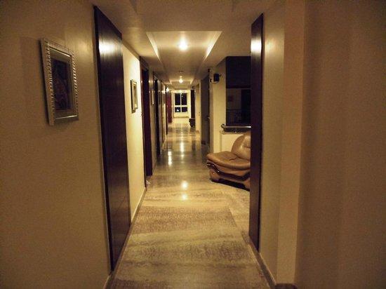 Clarks Inn Airport Hotel:                                     Corridor