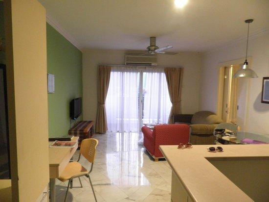 D-Villa Residence Hotel: Living area