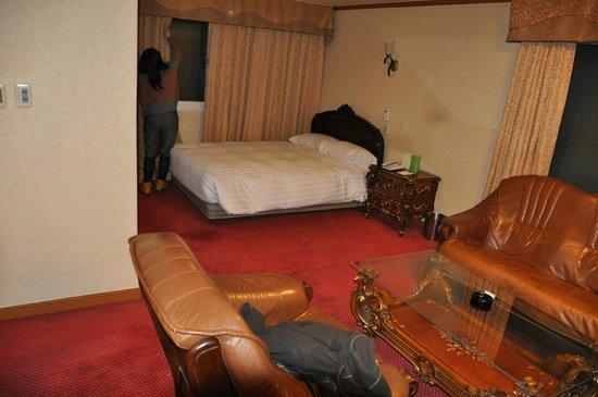 คราวน์ โฮเต็ล อิแทวอน:                   なぜか2ベッドルームでした