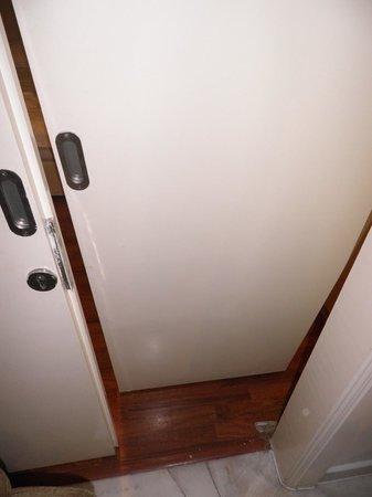 D-Villa Residence Hotel: 'Sliding' Door