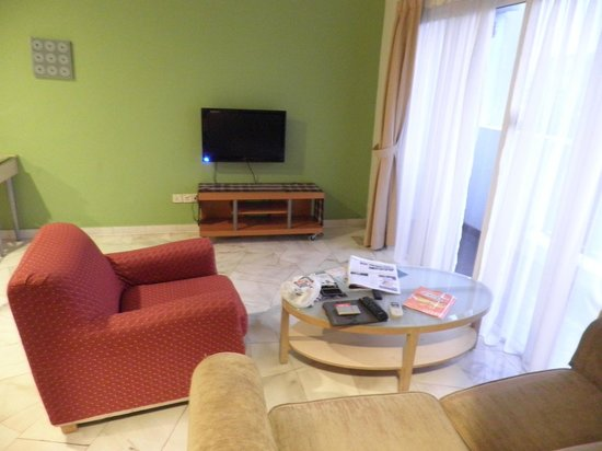D-Villa Residence Hotel: Seating area