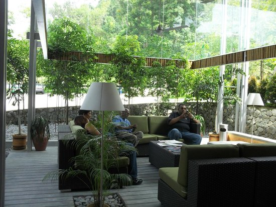 Belum Rainforest Resort:                   lobby sitting area