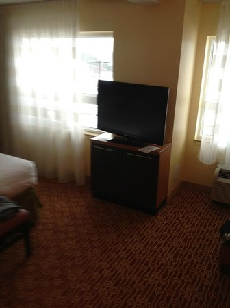 TownePlace Suites by Marriott Mississauga-Airport Corporate Centre: TV