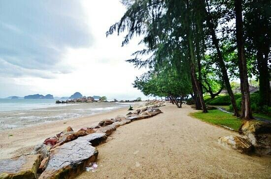 Phulay Bay, a Ritz-Carlton Reserve:                   beach