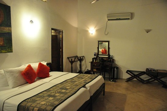 Galle Heritage Villa by Jetwing: upstairs guestroom