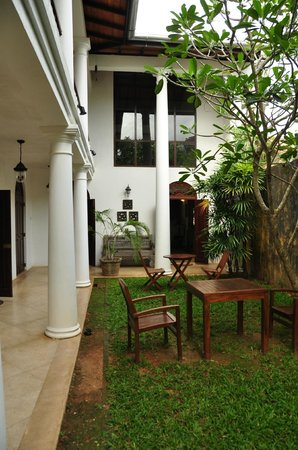 Galle Heritage Villa by Jetwing: small garden area