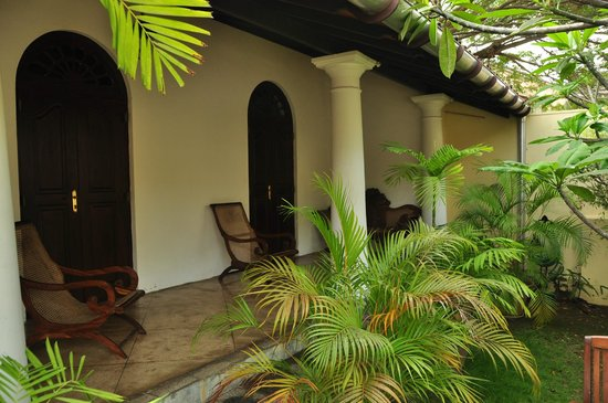 Galle Heritage Villa by Jetwing: front veranda overlooking the road