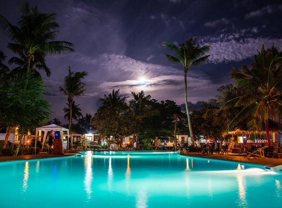 The Beach Village Backpackers: Night Time Swimming Pool