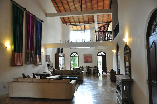 Galle Heritage Villa by Jetwing: main room as you enter the villa
