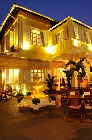Le Chateau de Saigon Restaurant