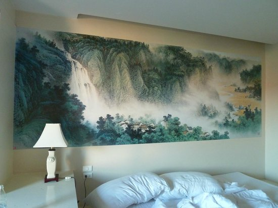 Sino House Phuket Hotel and Apartment:                   Beijing Room, beautiful wall painting