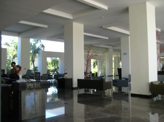 Grand Oasis Palm:                   lobby