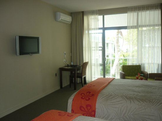 Scenic Hotel Bay of Islands: TV & Air Con unit
