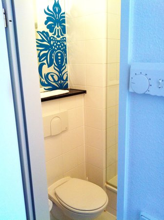 Premiere Classe Berlin - Dreilinden : bathroom