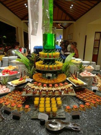 Hilton Mauritius Resort & Spa:                                     Buffet dîner _ desserts