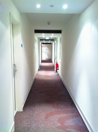 Motel One Hamburg am Michel: corridor