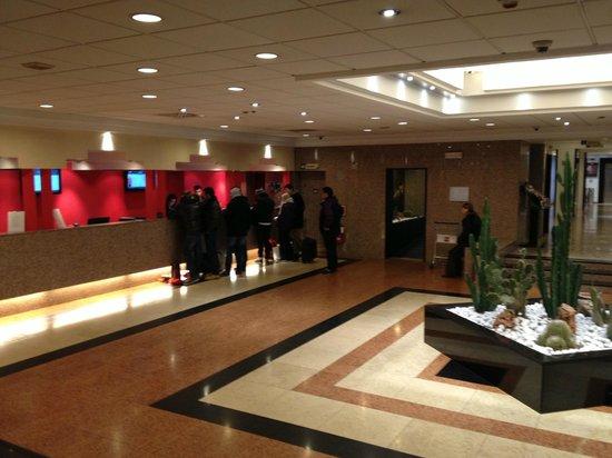 Ibis Milano Centro: Reception.