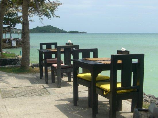 Baan Haad Ngam Boutique Resort & Villas:                   Frühstück direkt am Meer - Absolut Chillig