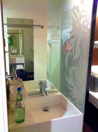 Premiere Classe Hotel Düsseldorf-Ratingen : bathroom