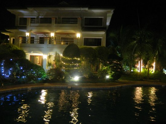 Golden Palm Resort: the hotel in evening