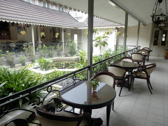 Soga Restaurant & Lounge: Terrace to one side for 'outdoor' dining