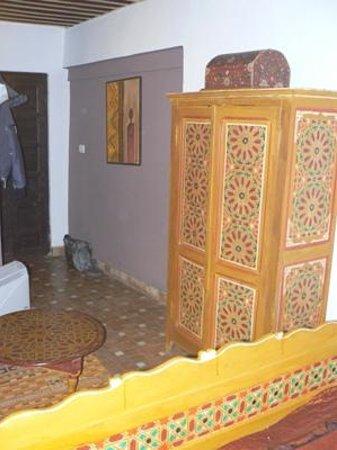 Riad Menthe et Citron:                                                       Chambre Jasmin  - l'armoire et le chaufage