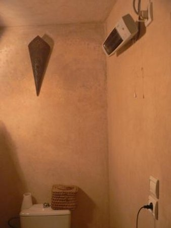 Riad Menthe et Citron :                                                       Chambre Jasmin  - Chauffage salle de bain