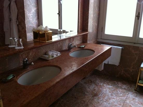 The Westin Excelsior, Rome: bathroom