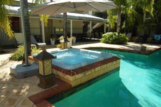 Swan Valley Oasis Resort: pool and spa