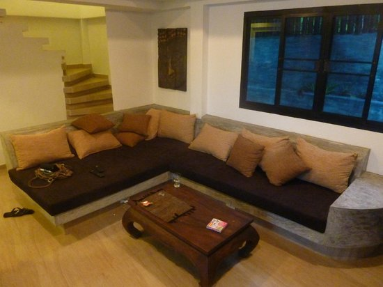 Koh Tao Heights Boutique Villas:                   Comfortable lounge.